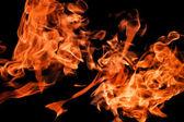 Fiamme di fuoco sollevando alta — Foto Stock