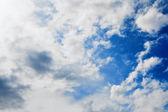 Dramatisk himmel med cumulusmoln — Stockfoto
