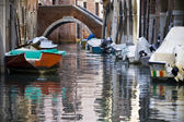 Venetië grachten en boten — Stockfoto