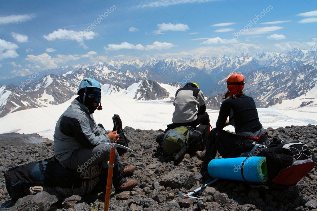 Group of hikers taking a rest after rising — Stock Photo #4294297