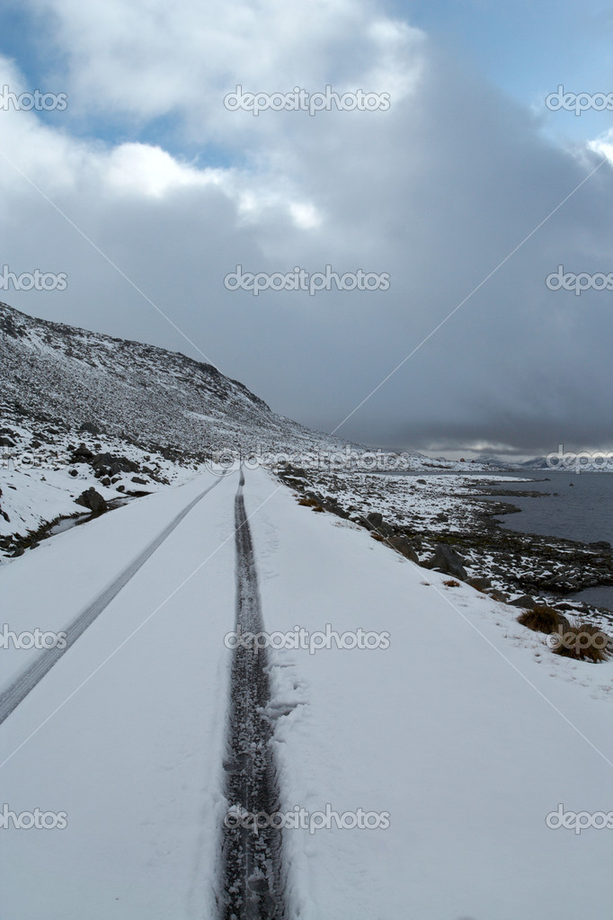 Road at the norwegian mountains — Stock Photo #4402772
