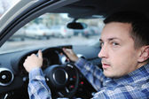 Uomo utilizzando la navigazione in auto — Foto Stock