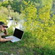 Man outdoor laptop — Stock fotografie