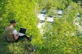 Man outdoor laptop — Stock Photo
