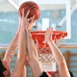 Basketball duel — Stockfoto
