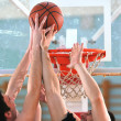 basketbal duel — Stockfoto