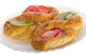Puff pastry with kiwi and strawberry — Stock Photo