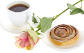 Cake with cinnamon, tea and rose — Stock Photo