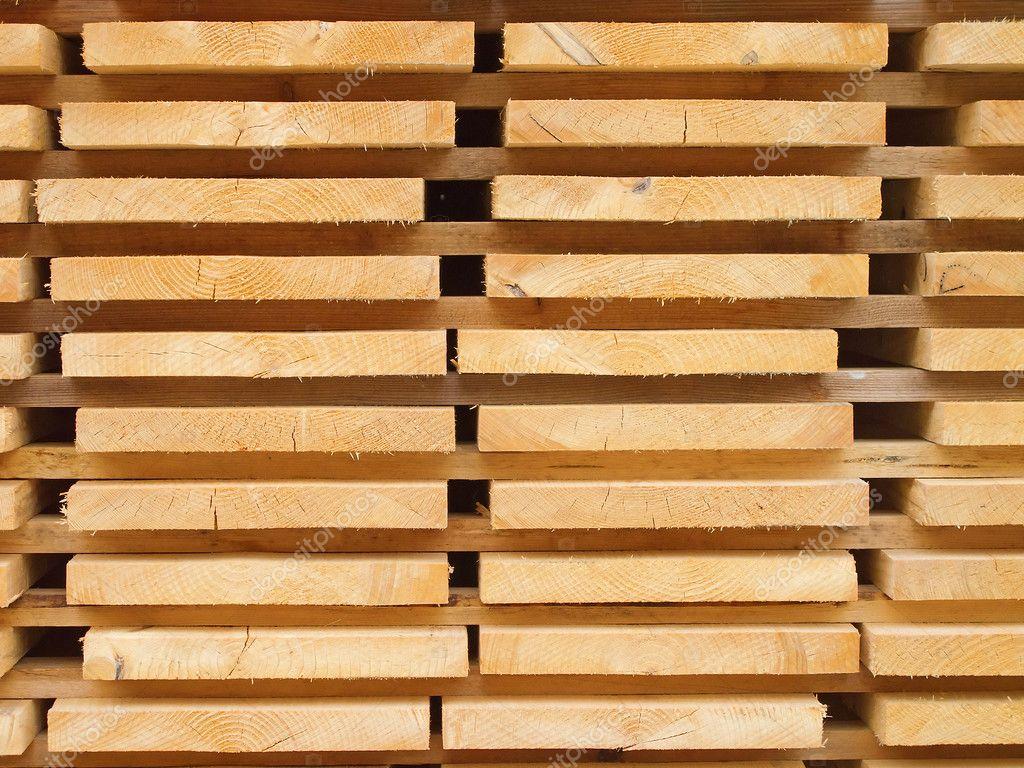 新木钉在木材围场的堆栈– 图库图片