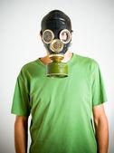 Homme avec masque à gaz — Photo