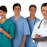 arka planda üç uygulayıcılar ile doktor portresi — Stok fotoğraf