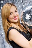 Donna sexy danza su sfondo argento — Foto Stock