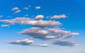 Bílá kupovité mraky — Stock fotografie