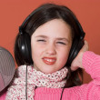 Pretty girl listening music — Stock Photo