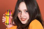 有彩色铅笔的漂亮女孩 — 图库照片