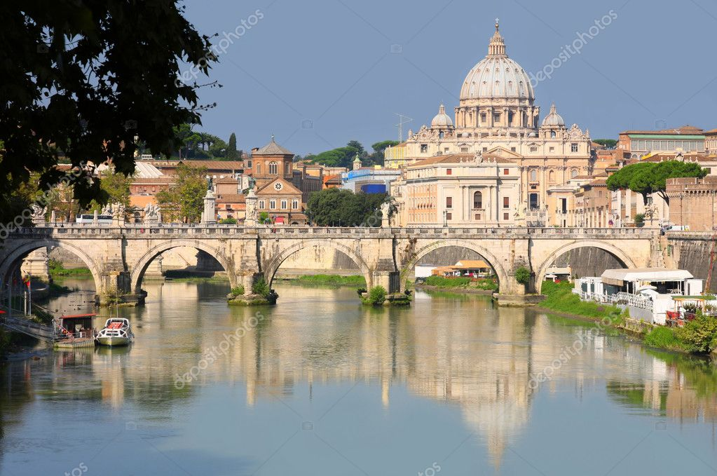 View of panorama Vatican City from Ponte Umberto I in Rome, Italy — Stock Photo #4612872