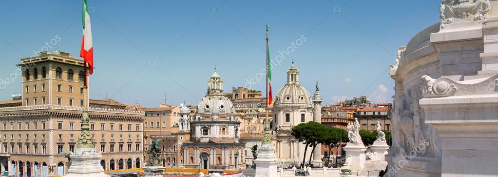 View of panorama Rome, Italy, skyline from Vittorio Emanuele, Piazza Venezia — Stock Photo #4613634