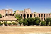 Rovine del palazzo del colle palatino a roma, italia — Foto Stock