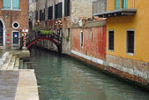 Venice, a wharf on the canal — Zdjęcie stockowe