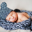 Adorable newborn baby in a hat - Foto Stock