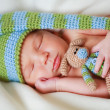 Adorable newborn baby with teddy — Stock fotografie #3955172