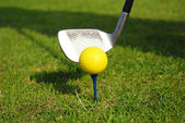 Yellow golf ball — Stock fotografie