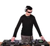 Dj с солнцезащитные очки играть музыку — Стоковое фото