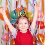 glad liten tjej födelsedagsfest — Stockfoto
