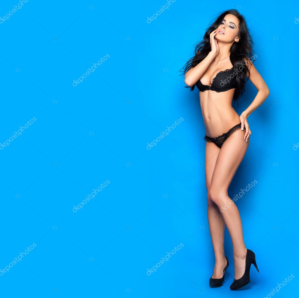 Beautiful and sexy woman wearing black lingerie — Stock Photo #4300172