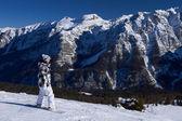 Snowboarder femenina en dolomitas — Foto de Stock