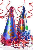 Coriandoli, stelle filanti e cappellini da party — Foto Stock