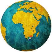 Sydafrika flagga på världen karta — Stockfoto