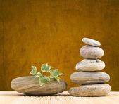Stapel Steine mit grunge hintergrund — Stockfoto