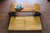 Traditional Japanese straw mattress, table and tea pot. — Stock Photo