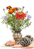 Bouquet of autumn flowers, buds and acorns. — Stock Photo