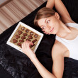 Woman eating candies — Stockfoto
