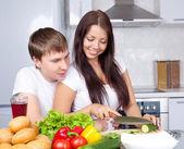 Pár vaření dohromady — Stock fotografie
