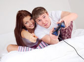 Couple playing games — Stock Photo