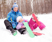 Mother and daughter skiing — Stock Photo