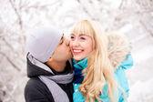 Happy kissing couple — Zdjęcie stockowe
