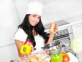 Mädchen kochen — Stockfoto