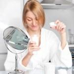 Woman using cosmetics — Stock Photo