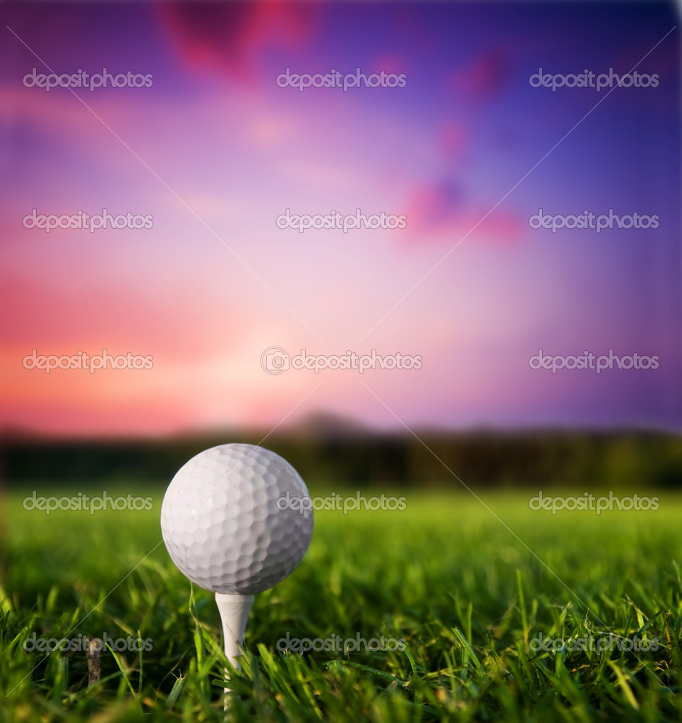 Golf ball on tee. Green grass, sunset. — Stock Photo #5201102