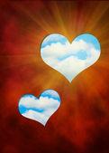два сердца, cut out в красном фоне против голубого неба — Стоковое фото