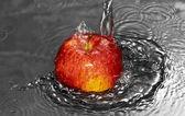 Water flow on apple — Стоковое фото