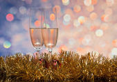очки с шампанским на абстрактный фон — Стоковое фото