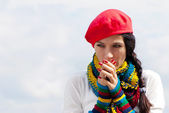 The girl in a red beret against the sky — Stock Photo