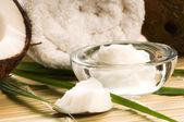 Noix de coco et huile de noix de coco — Photo