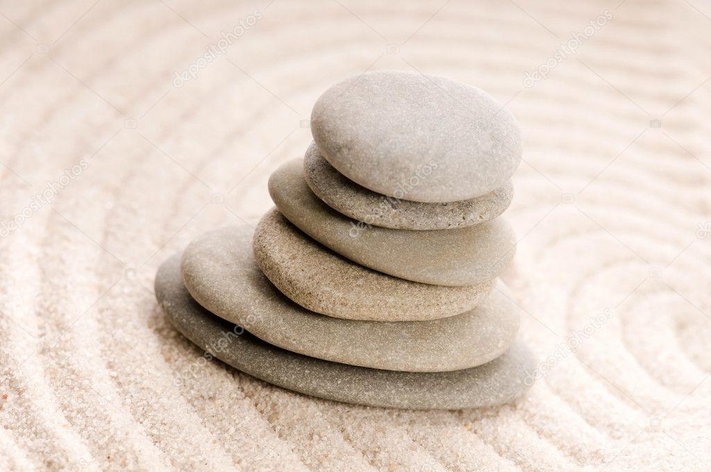 Zen piedra y arena foto de stock joannawnuk 5243530 for Fotos piedras zen