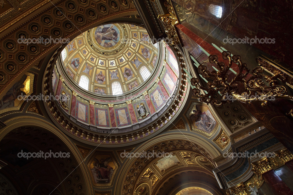 Inside St. Stephen Basilica in Budapest — Stock Photo #4814084